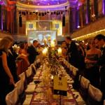Gäste nehmen beim Ball des Weines 2013 Platz