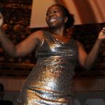 Sängerin der Band des Ball des Weines 2013