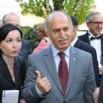 Gäste im Gespräch beim Empfang des Ball des Weines 2012