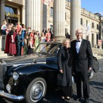Gästeempfang durch die Weinköniginnen beim des Ball des Weines 2014