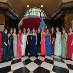 Weinköniginnen beim Ball des Weines 2014 in der Empfangshalle des Wiesbadener Kurhauses