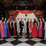 Weinköniginnen und Partner beim Ball des Weines 2015